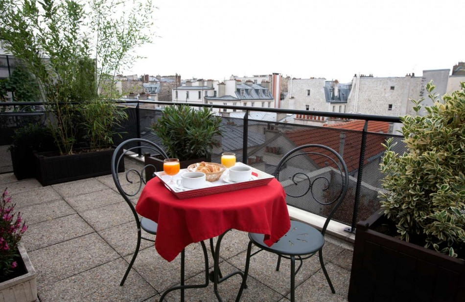 Breakfast in terracce and view rooftop paris - Classic Hotel Bastille